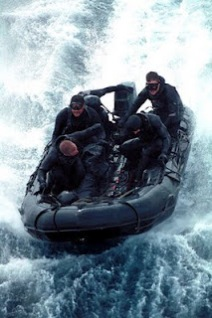 399px Combat Rubber Raiding Craft manned by SEAL Team 5 Pasukan Navy Seals Amerika